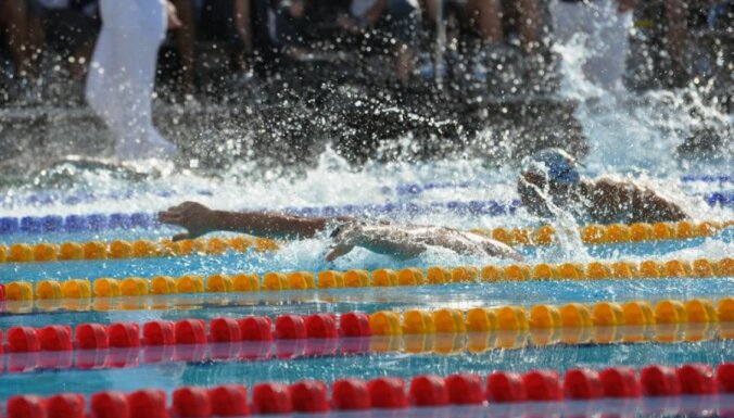 Pārspēts pēdējais Latvijas rekords peldēšanā vīriešiem no PSRS laikiem