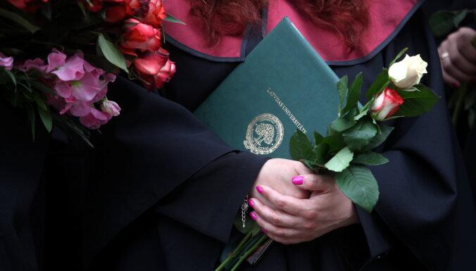 Защитники латышского языка выступили против требования писать диссертации на английском языке