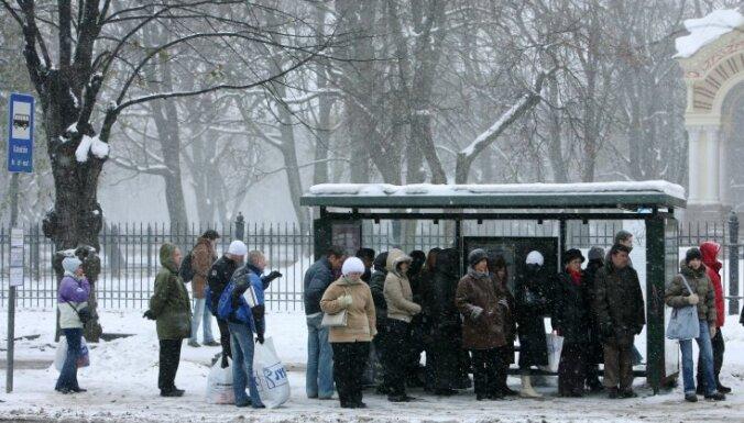'Puteņa biļetes': pirmdien šoferīši varēs sabiedrisko transportu Rīgā izmantot bez maksas