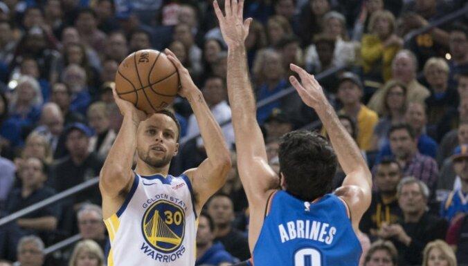 NBA čempioni 'Warriors' jauno sezonu iesāk ar uzvaru un iespaidīgu līderu rezultativitāti
