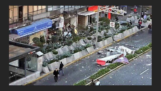 Mehiko nogrand sprādziens; vismaz astoņi ievainotie