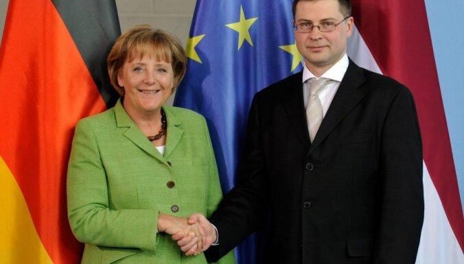 Ангела Меркель в восторге от Валдиса Домбровскиса