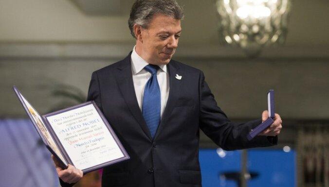 Santoss saņem Nobela Miera prēmiju