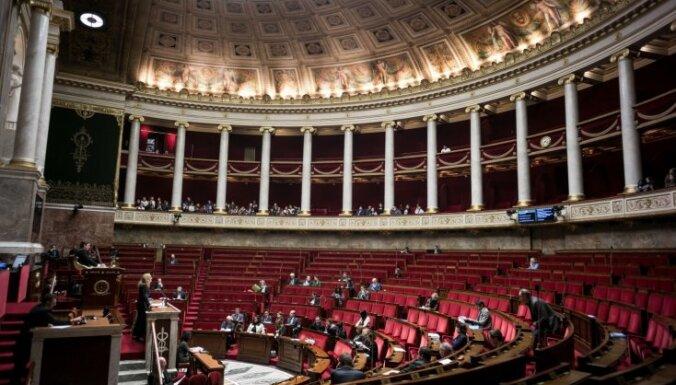 Francija pieņem likumus pirmsvēlēšanu viltus ziņu apkarošanai