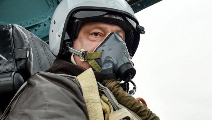 Порошенко рассказал, что лично видел в Крыму российских военных