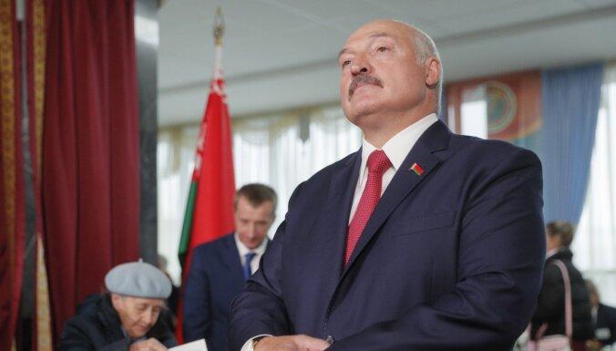 Lukašenko nomaina Drošības padomes vadītāju, aizsardzības ministru un Ģenerālštāba priekšnieku