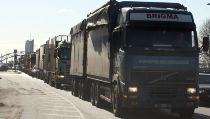 У Латвии растет, у соседей падает: продажи грузовиков