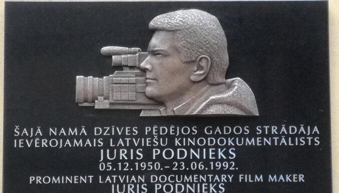 Rīgā uzstāda piemiņas plāksni režisoram Jurim Podniekam