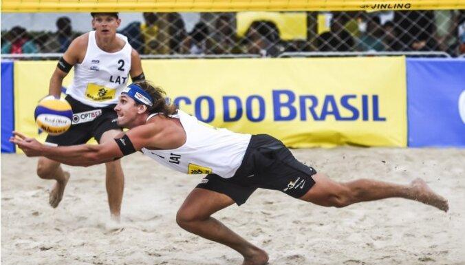 ФОТО: Самойлов и Шмединьш обыграли в первом матче сезона в Рио россиян