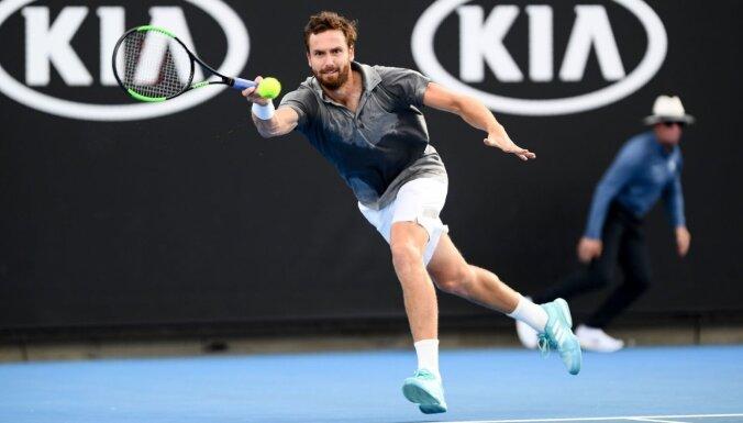 Gulbis iekļūst 'Australian Open' kvalifikācijas izšķirošajā kārtā