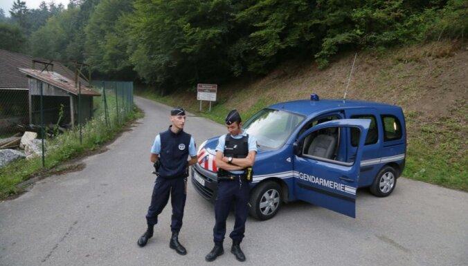 Francijas Alpos nošauti četri cilvēki