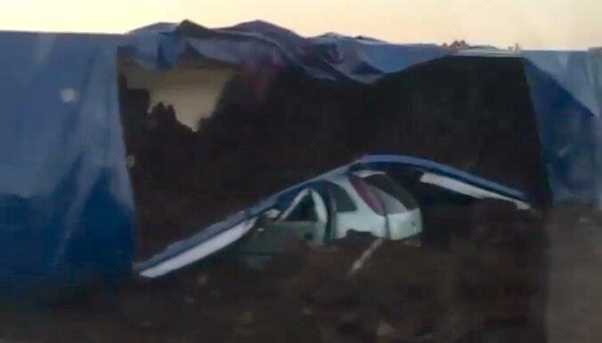 """Семь человек пострадали в результате ДТП с участием грузовика и трех """"легковушек"""" на Вентспилсском шоссе"""