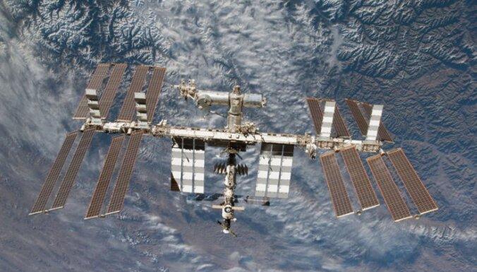 На МКС произошла утечка воздуха; российские космонавты поставили заплатки