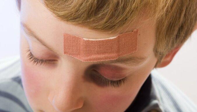 Эксперты: в Латвии продолжается насилие над детьми