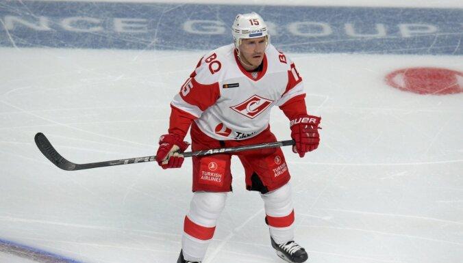 Karsums un Daugaviņš ar rezultatīvām piespēlēm neglābj 'Spartak' no otrā zaudējuma pret 'Dinamo'