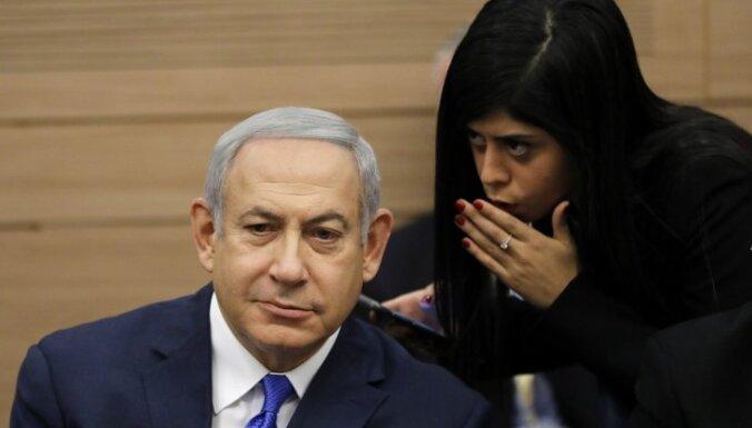 Izraēlas valdība izvairās no krīzes pēc strīda par aizsardzības ministra amatu