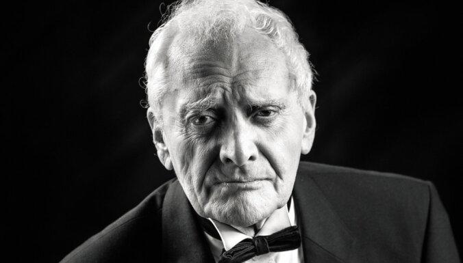 Mūžībā aizgājis Dailes teātra aktieris Āris Rozentāls