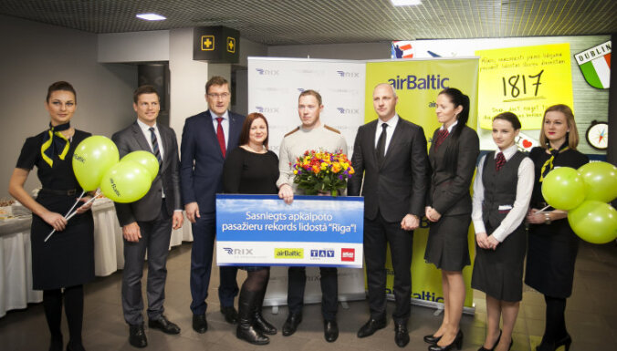 Lidostā 'Rīga' sasniegts pasažieru rekords; konkurenti strauji noēd 'airBaltic' tirgus daļu