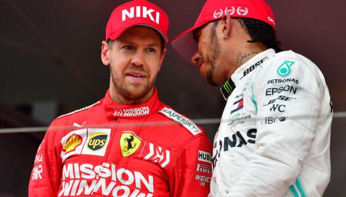 Hamiltons un Fetels uzrāda ātrākos apļa laikus Meksikas 'Grand Prix' pirmajos treniņos