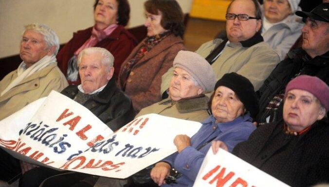 Pensionāru federācija aicina pārskatīt pensiju aprēķināšanas kārtību un atcelt nekustamā īpašuma nodokli senioriem