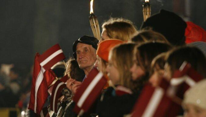 Pētījums: pēdējā laikā Latvijas iedzīvotāji atzīmē tikai 11.novembri un 18.novembri