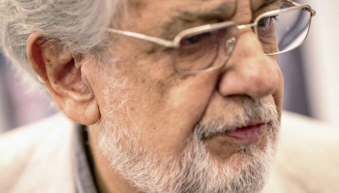 Pēc pozitīvas Covid-19 diagnozes operdziedātājs Plasido Domingo nokļuvis slimnīcā