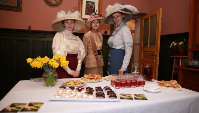 Foto: Kā Rīgā svinēja Baltā galdauta svētkus