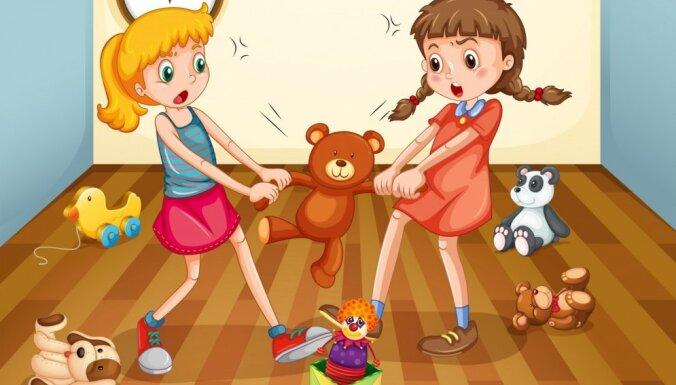 Mazulim svešu bērnu 'draudzēšanās' rada diskomfortu. Psiholoģes ieteikumi
