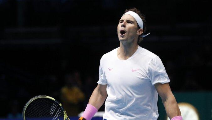 Nadals uzvar Cicipasu un cer uz Zvereva zaudējumu