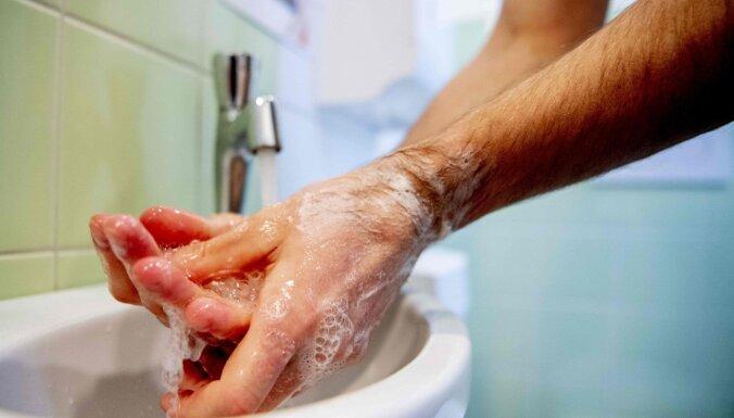 Google выпустил дудл о мытье рук. В главной роли — врач с секундомером