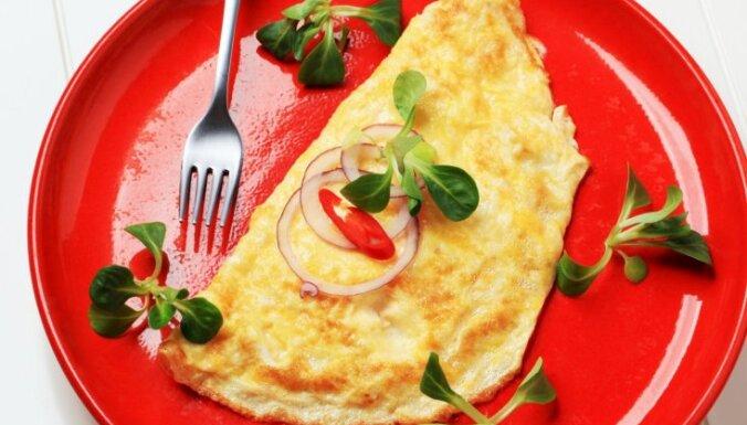 Divu olu omlete ar garšvielām