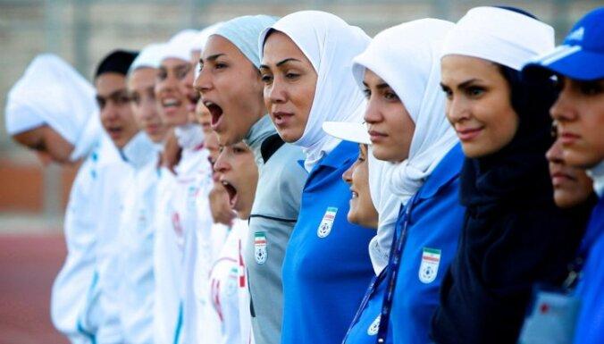 ФИФА разрешила мужчинам и женщинам играть в хиджабах