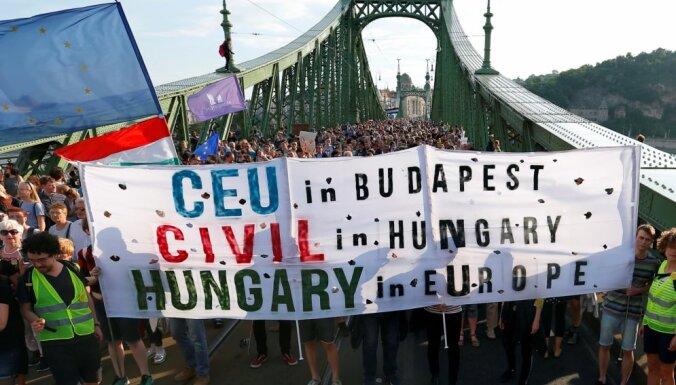 Тысячи людей вышли на протестный марш в Будапеште
