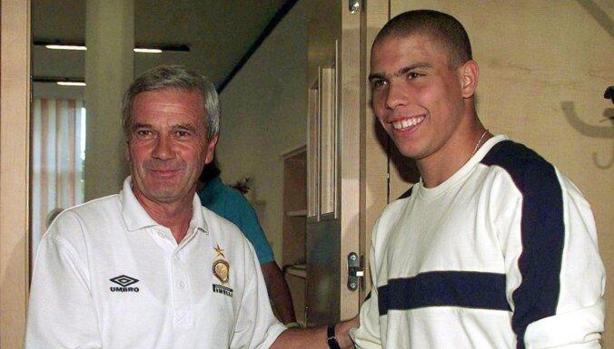 Mūžībā aizgājis Milānas 'Inter' bijušais spēlētājs un treneris Simoni
