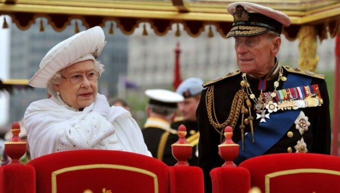 Супруг британской королевы вновь попал в больницу