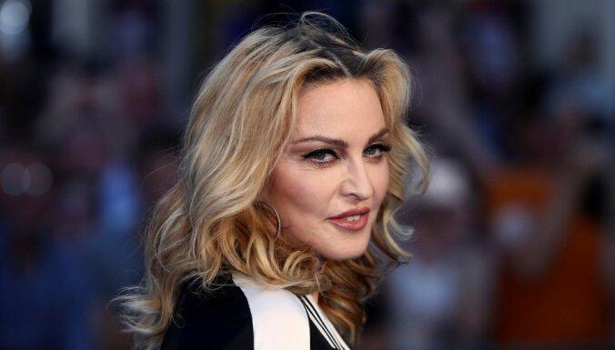 Мадонна экономит на авиаперелетах