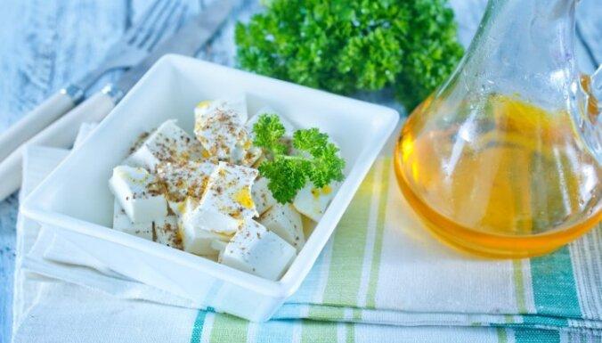 Fetas varā: idejas un receptes, ko gatavot no sāļā siera