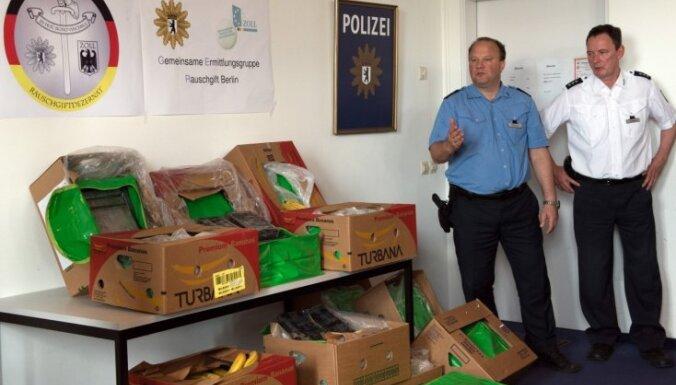Foto: Vācijā kontrabandisti apjūk un nogādā kokaīnu lielveikalos 'Aldi'