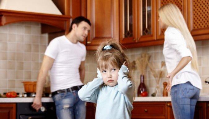 Ikdienišķu vecāku kašķēšanos bērns uztver kā traģēdiju, norāda profesore Ilze Grope