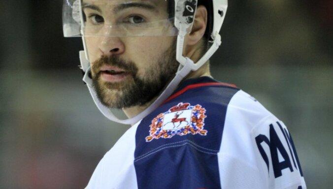 Daugaviņš un Karsums katrs gūst vārtus KHL sezonas pirmajā mačā