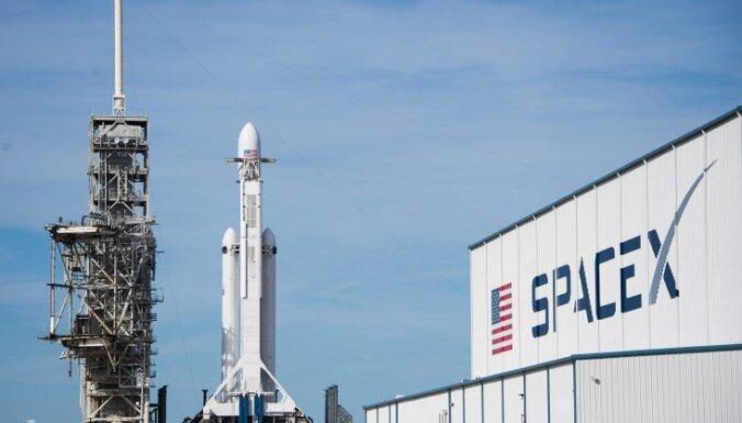 Японский миллиардер облетит Луну на ракете SpaceX