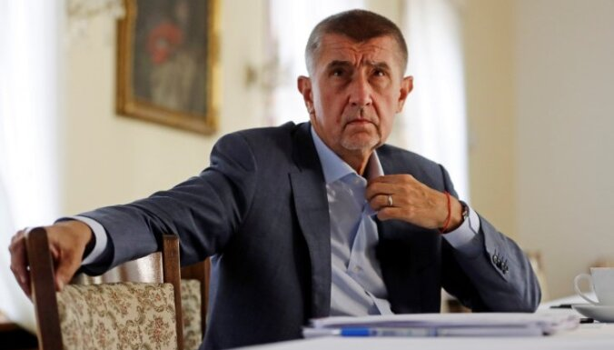 Čehijas premjers un prezidents noliedz apsūdzības nolaupīšanā un korupcijā