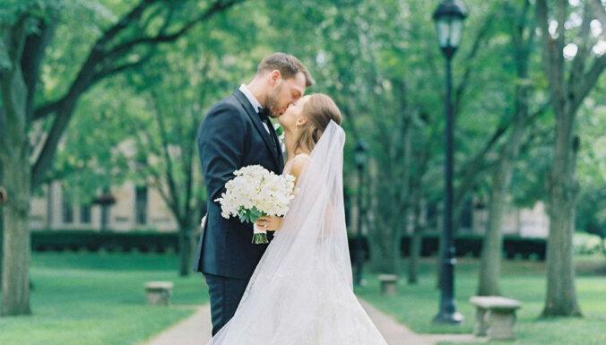 Girgensons ar romantisku foto sveic jubilejā sievu Keitiju