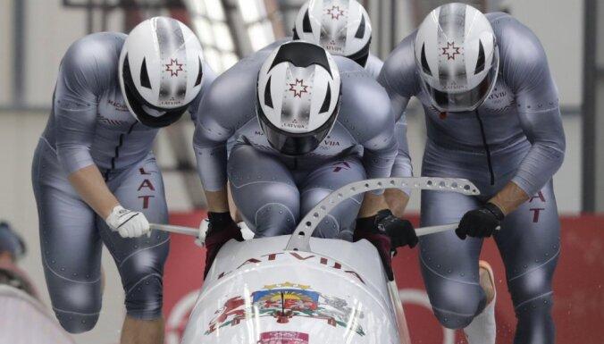 Олимпиада: четверка Мелбардиса делит пятое место после двух заездов в бобслее