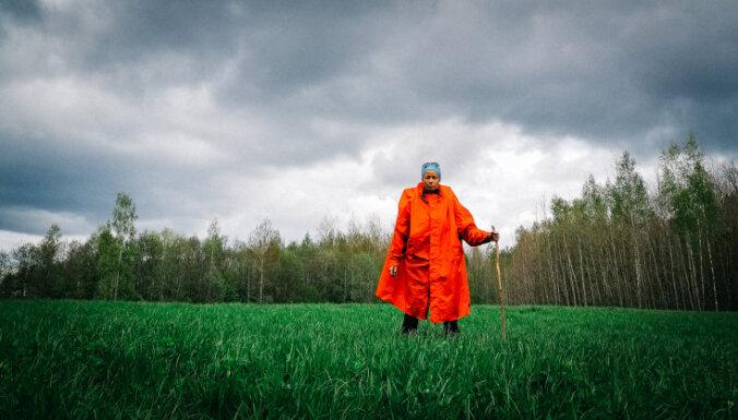 Ejot, skrienot vai minoties: neparasti stāsti par ceļojumiem apkārt Latvijai
