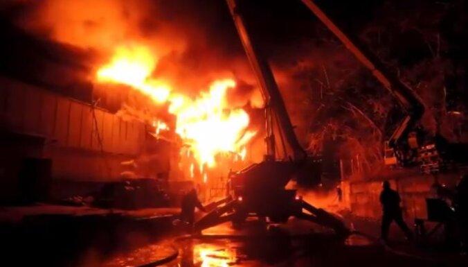 ФОТО, ВИДЕО: пожарные локализовали масштабный пожар в Киеве