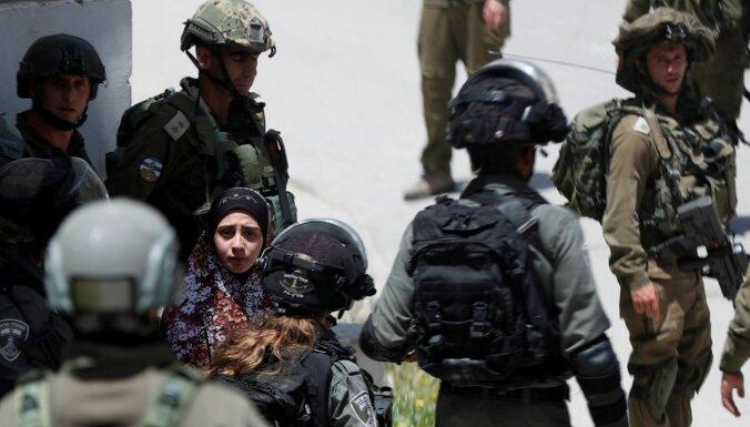 Aizturēšanas operācijā Rietumkrastā ar akmeni nosists Izraēlas karavīrs
