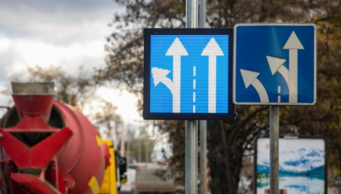 В Литве устанавливают иновационные дорожные знаки, которые призваны уменьшать заторы