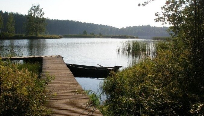 Burtnieku ezerā VUGD izglābj makšķernieku; Daugavā atsvabina uz kutera iestrēgušus cilvēkus