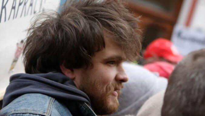 Saeimas deputāts lūdz Vējoni apžēlot par 13. janvāra grautiņiem notiesāto Ansi Ataolu Bērziņu